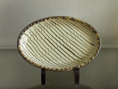 小代焼(ふもと窯)(井上尚之作) 楕円皿[スリップウエア](長径27)